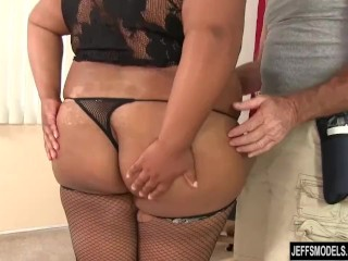 Huge dark-hued honey Peaches enjoy receives a orgy rubdown porn tube